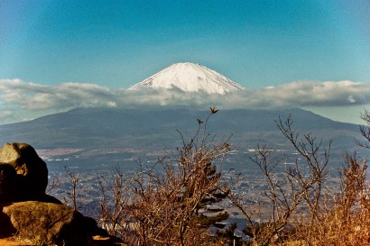 Japan 2001-Belt of Cloud on Mount Fuji-1