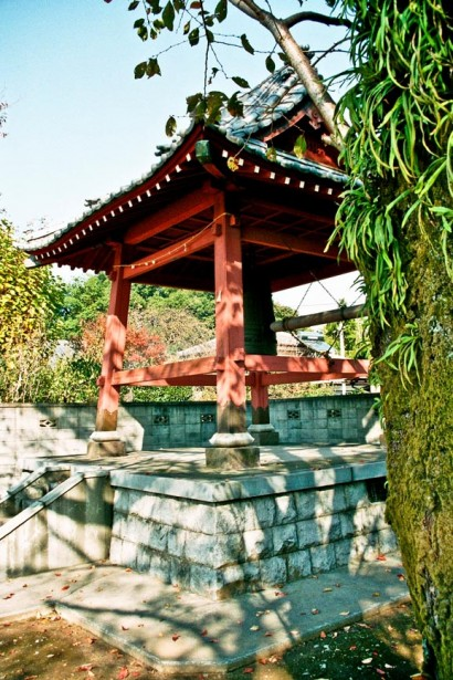 Japan 2001-Tokyo Temple-39